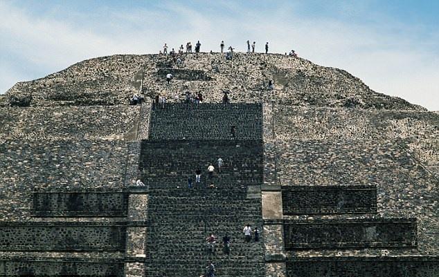 کشف تونلی مخفی زیر اسرارآمیزترین معبد های باستانی