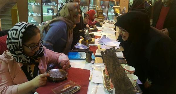 نمایشگاه آثار هنرمندان معلول استان مرکزی در سازمان میراث فرهنگی برگزار گردید