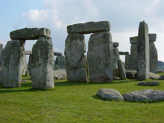دزد توبه کرد ، بازگشت تکه سنگ مفقود شده استون هنج پس از نیم قرن