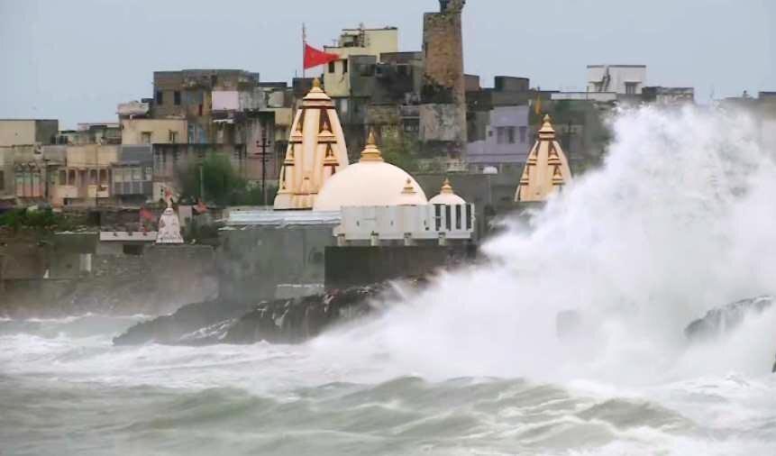تخلیه 300 هزار نفر از سواحل هند به دلیل طوفان وایو