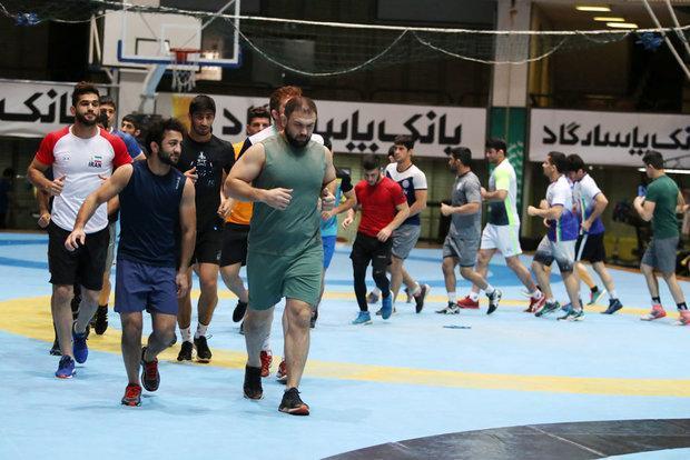 غلامرضا محمدی 33 آزادکار را به اردوی تیم ملی دعوت کرد