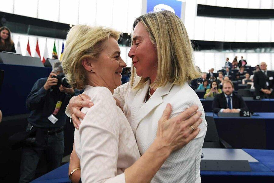 عکس روز: تبریک موگرینی به رئیس جدید کمیسیون اروپا