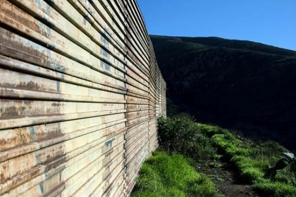 چراغ سبز دیوان عالی آمریکا برای ساخت دیوار مرزی مکزیک