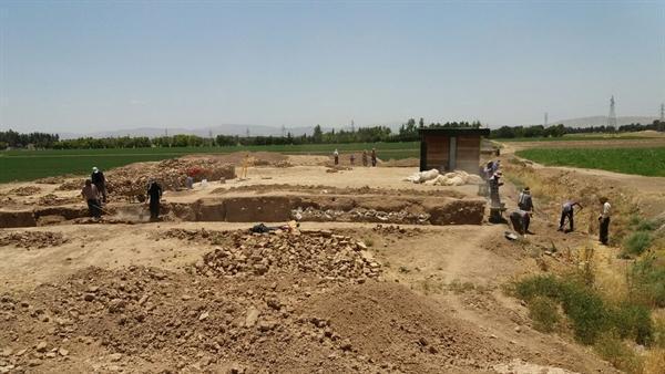 شروع فصل هشتم کاوش های باستان شناسی تل آجری