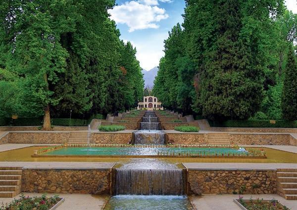 لایروبی حوض های باغ شاهزاده ماهان به سرانجام رسید