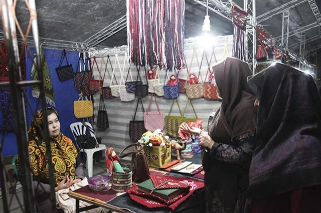 برپایی بازارچه های موقت صنایع دستی و سوغات در استان گلستان
