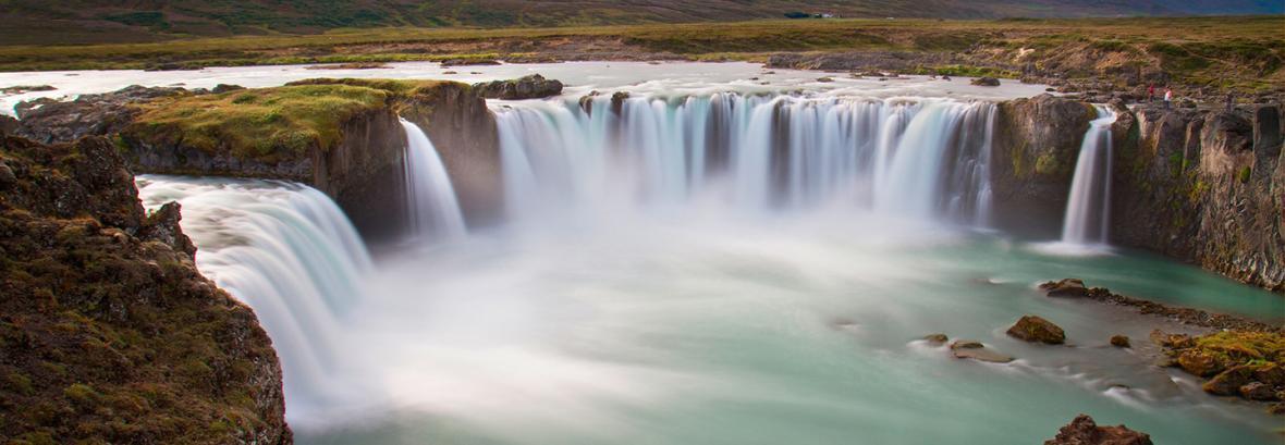 غروب بر آبشار خدایان ایسلند ، تصویر زیبای آبشاری به ارتفاع 12 متر