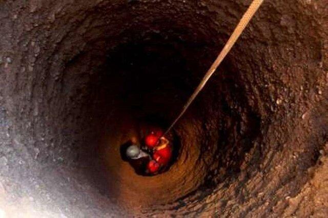 سقوط کودک به درون چاه