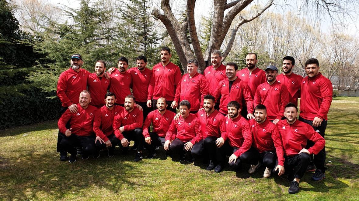ترک ها با نامداران خود در رقابت های کشتی آزاد قهرمانی جهان