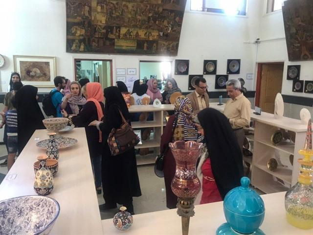 افتتاح نمایشگاه تخصصی آبگینه، سفال و سرامیک در شهریار