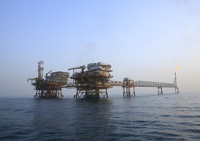 لکه های نفتی هنوز سرزمین مرجان ها را رها نکرده اند ، آلودگی ها جزء جدایی ناپذیر مناطق نفتی است