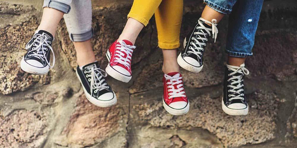 همه ریزه کاری هایی که درباره تمیز کردن انواع کفش باید بدانید