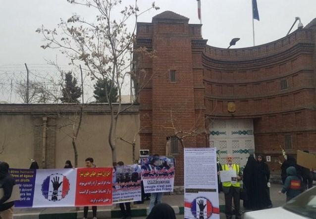 دانشجویان دانشگاه های تهران مقابل سفارت فرانسه تجمع کردند