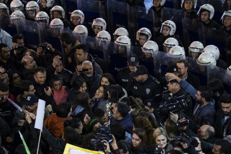 روز بین المللی حذف خشونت علیه زنان، مردم دنیا تظاهرات کردند (