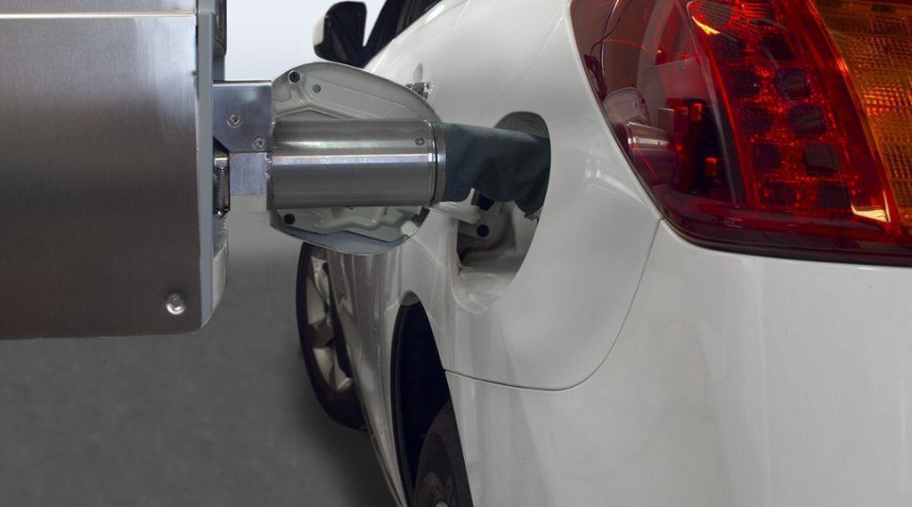 سیستمی روباتیک که بنزین می زند