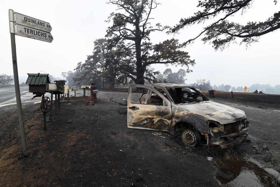 عکس روز ، ماشین سوخته در جاده سوخته