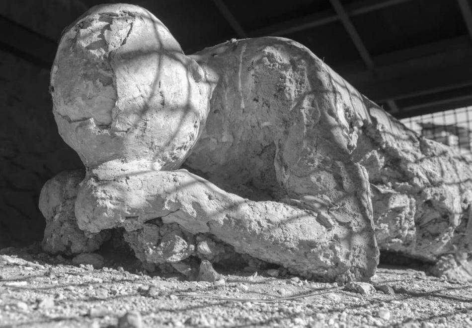 کشف جسدی باستانی با مغز شیشه ای