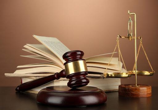 انتصاب متهم فراری به عنوان وکیل بازرگانی پتروشیمی در دبی
