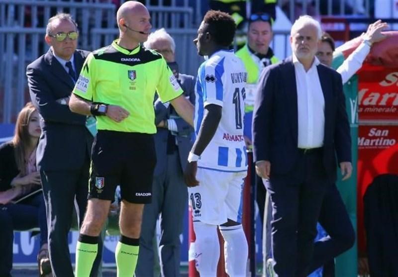 ترک زمین فوتبال توسط مونتاری در اعتراض به نژادپرستی
