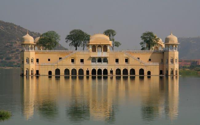 کاخ شناور جال محل در کشور هند
