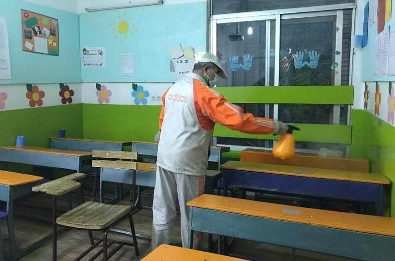 نظارت بر عملیات گند زدایی مدارس در شهرستان دهلران