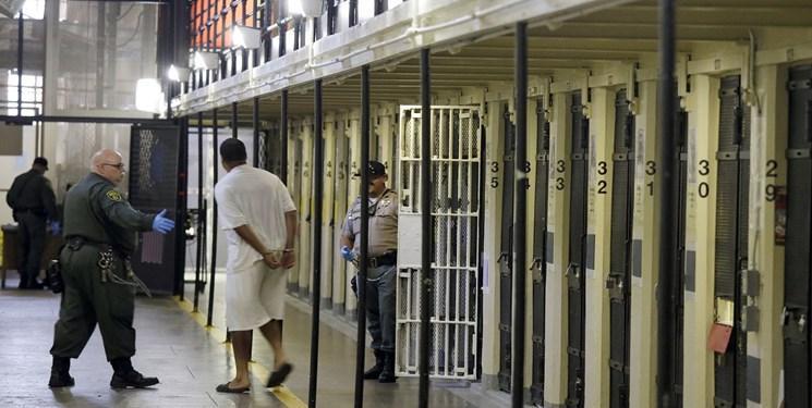 مرگ دو زندانی و ابتلای حدود 300 زندانی دیگر به کرونا در آمریکا