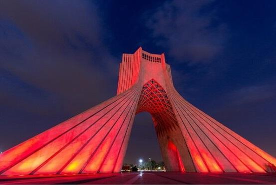 شامگاه 28 فروردین برج آزادی قرمز می گردد