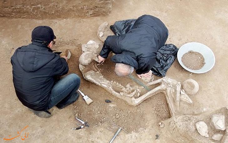 جزئیاتی درباره کشف گور جنگاور 3000 ساله در رستم آباد