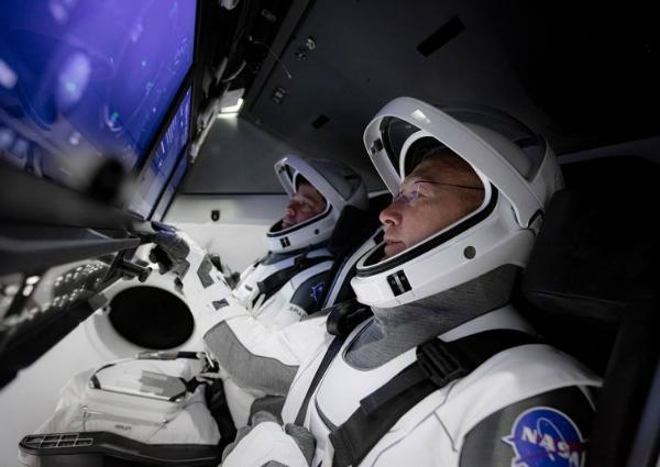 پرتاب پیروز فضانوردان ناسا با کپسول سرنشین دار کرو دراگون