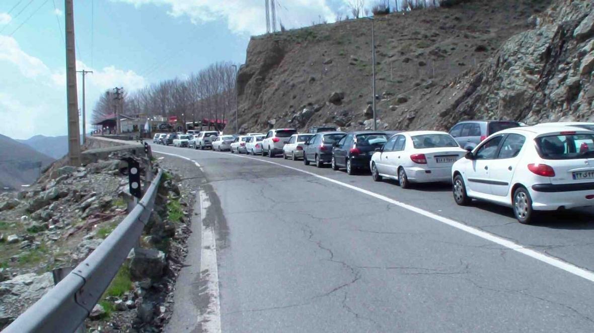 خبرنگاران تردد وسایل نقلیه از کرج به چالوس ممنوع شد
