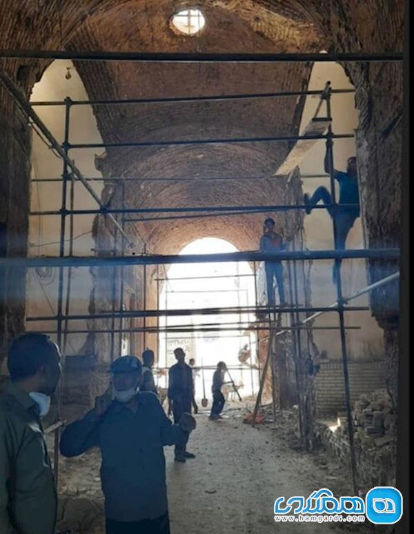 تیموری نبودن سقف ریخته شده بنای تیموری میبد
