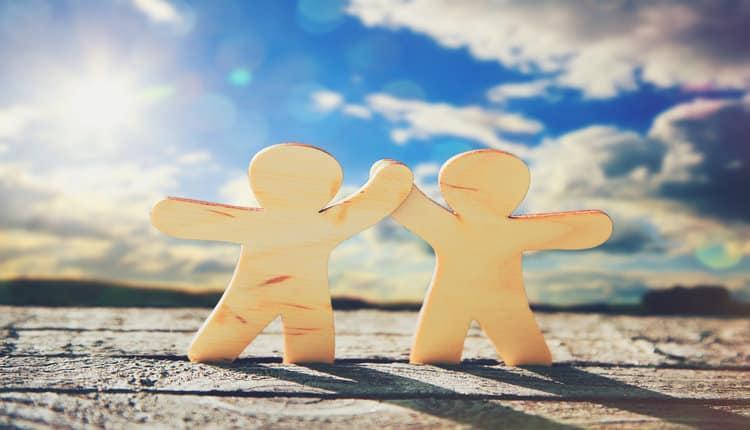 علت محبت بیش از حد به دیگران چیست و چه عواقبی دارد؟
