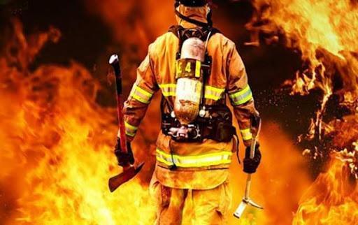 آتش سوزی مهیب در انبار تفکیک و بازیافت مواد پلاستیکی