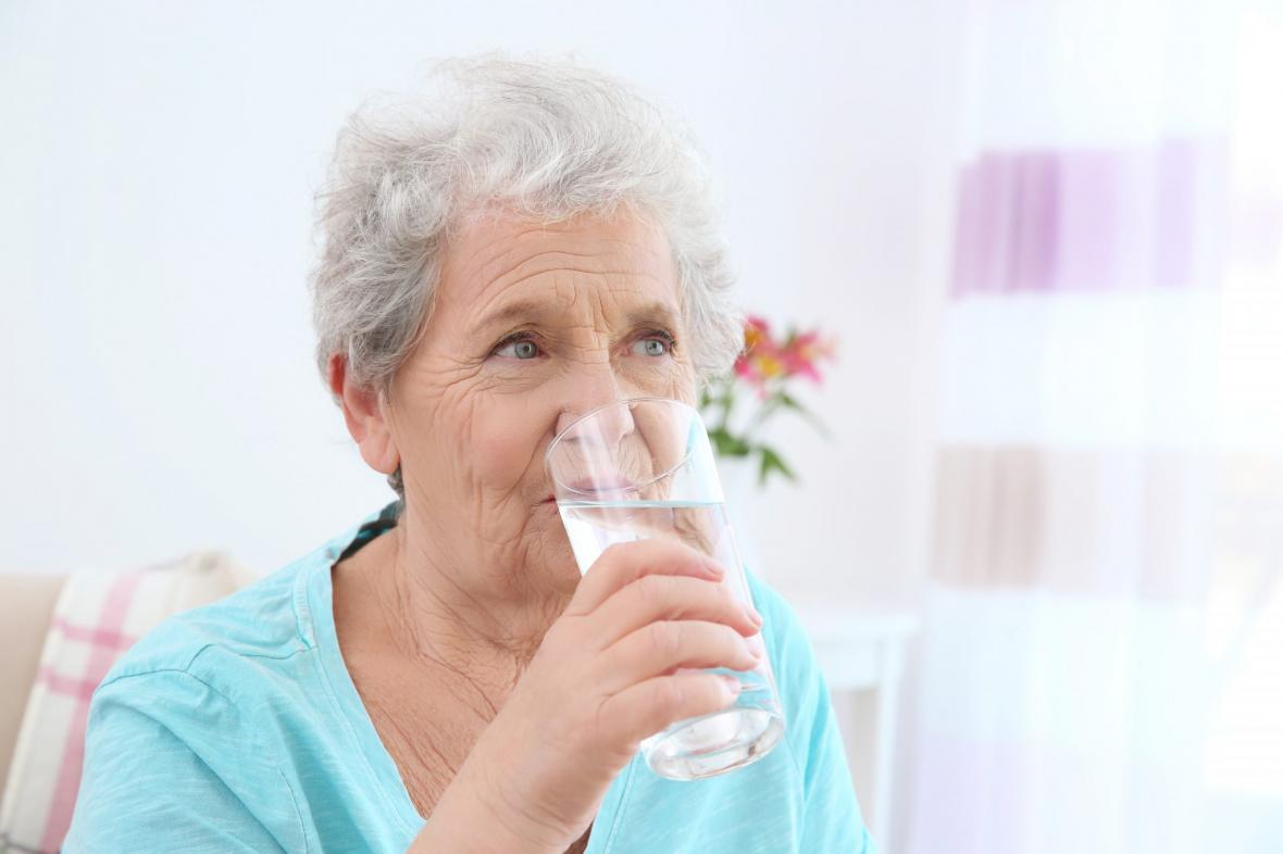 سالمندان، آب بیشتری بنوشند!