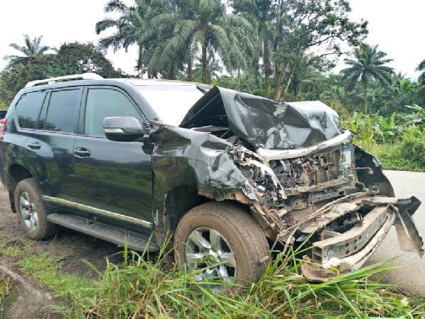 خطری که از بیخ گوش اتوئو گذشت؛ مهاجم کامرونی سابق بارسلونا و اینتر دچار سانحه رانندگی شد
