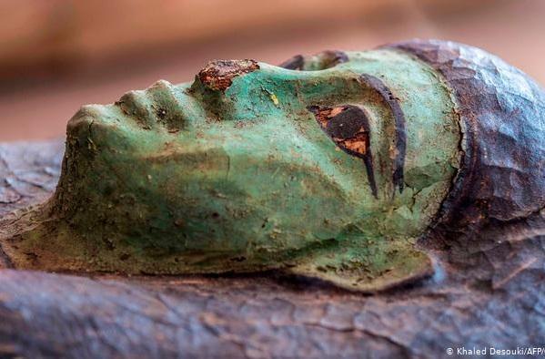 کشف صد تابوت مومیایی و 40 مجسمه در ساقرای مصر