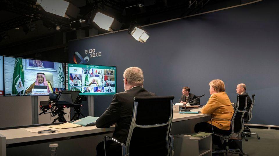 خبرنگاران مرکل: بحران های دنیا با کوشش بین المللی حل می شوند