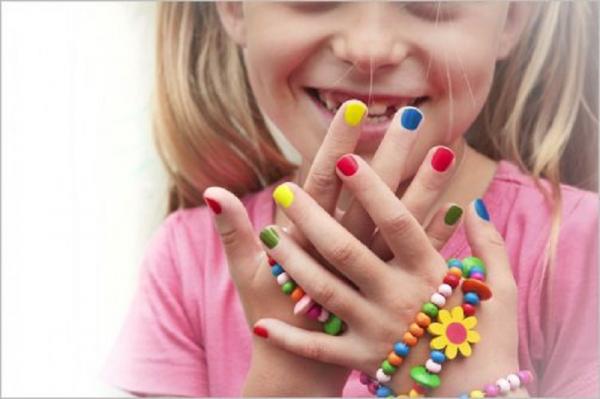 عوارض لاک زدن بر ناخن های بچه ها