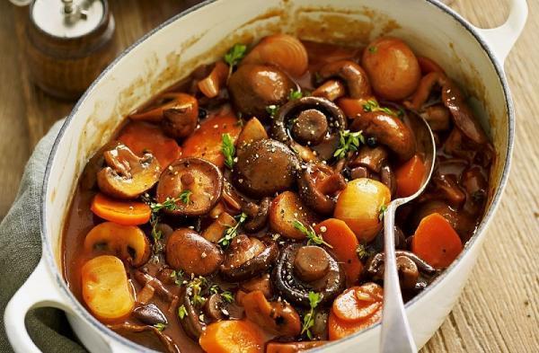 طرز تهیه خورش مرغ و قارچ خوشمزه و خوش طعم