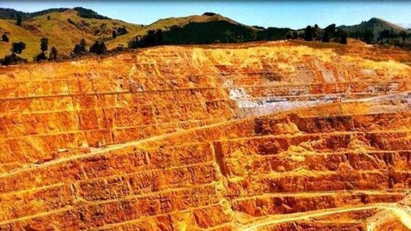 (ویدئو) کشف کوه 90 درصد طلا پس از وقوع سیل!