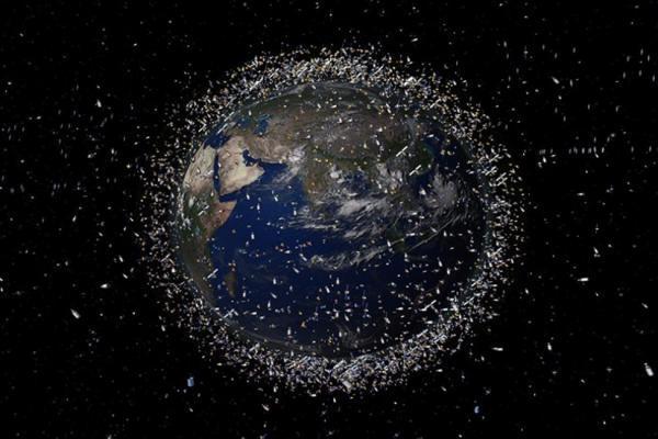 فضا چگونه آلوده شد؟