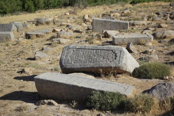 قبرستان تاریخی ماموره در حصار سودجویان